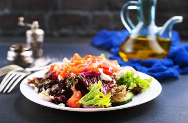 huile de nigelle salade alimentation soin naturel vertus
