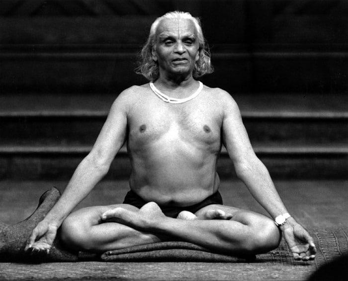 BKs Iyengar maitre yoga et créateur de hatha yoga