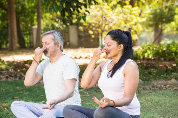 souffle yogique avec la technique bhramari praanayama