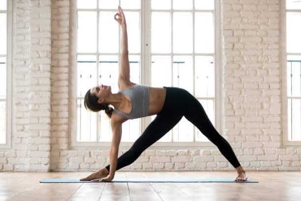 asana yoga Utthita Trikon āsana posture triangle inversé