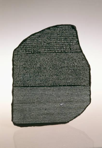 pierre de rosette découverte des hieroglyphes égypte