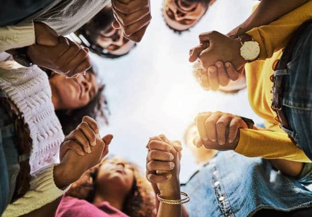 psychologie positive pensées positives en groupe aide