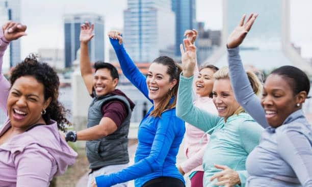 Yoga du rire – Une pratique thérapeutique pour soulager les tensions