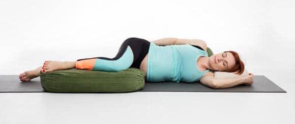 yoga femme enceinte Savasana de côté