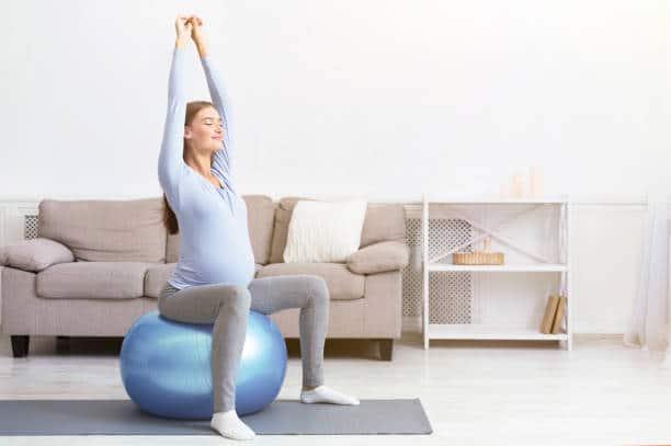 yoga femme enceinte exercice special grossesse