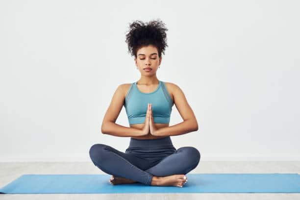 yoga pratique exercice respiration méditation