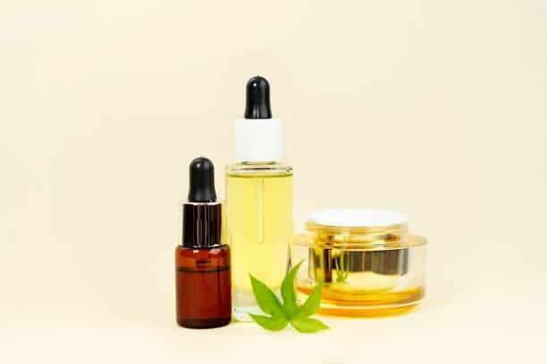 huile CBD peau traitement visage corps cheveux cosmétique CBD
