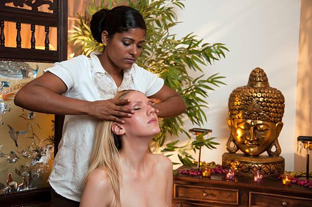 massage indien technique abhyanga soin corporel modelage visage bienfaits