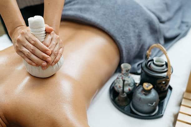 massage thaïlandais pochon herbes séance relaxation détente