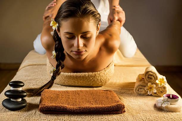 Massage thaï – Qu'est-ce que c'est ? Quelles sont les indications et les bienfaits ?