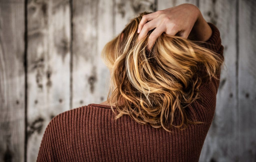 Comment déjaunir les cheveux naturellement ?