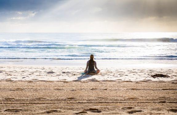 Yoga – Salutation au Soleil (Sūryanamaskāra)